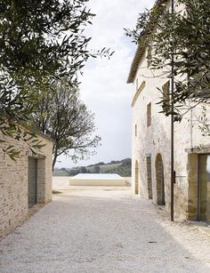 My friends, hold on to your hats because today I am taking you to a breathtaking villa in Le Marche, to what seems to be a hidden jewel in Italy. C...