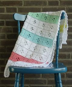 Pretty version by Esther @ Happy in Red of the 'Call the Midwife' crochet blanket - free pattern is here: http://littlemonkeyscrochet.com/call-the-midwife-inspired-baby-blanket-free-pattern/ ༺✿ƬⱤღ  http://www.pinterest.com/teretegui/✿༻