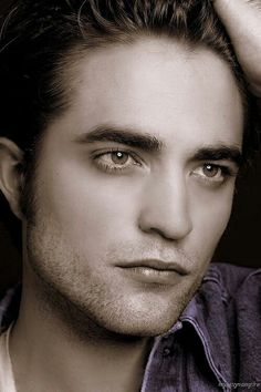 Gaaawd! He's gorgeous in this photo — Robert Pattinson