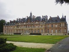 Neoclassical Architecture, French Architecture, Beautiful Castles, Beautiful Buildings, French Castles, French Style Homes, Germany Castles, Fantasy Castle, Modern Mansion