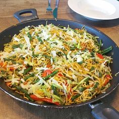 Rijst met kip en chorizo - Lovemyfood.nl Wok, Slow Cooker, Ethnic Recipes, Crockpot, Salad, Crock Pot, Crock Pot, Crock