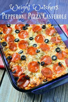 Try this delicious Weight Watchers friendly Pepperoni Pizza Casserole. It's only… Try this delicious Weight Watchers friendly Pepperoni Pizza Casserole. It's only 7 Freestyle SmartPoints per serving. A great comfort food to feed the whole family! Weight Watchers Pizza, Weight Watchers Casserole, Plats Weight Watchers, Weight Watcher Dinners, Weight Watchers Lunches, Weight Watchers Appetizers, Weight Watchers Chicken, Weight Watchers Enchiladas, Weight Watchers Success