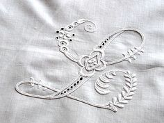 ⌖ Linen & Lace Luxuries ⌖ embroidered linen monogram L Embroidery Letters, Embroidery Fonts, White Embroidery, Alphabet Design, Cool Lettering, Linens And Lace, Heirloom Sewing, Vintage Textiles, Couture