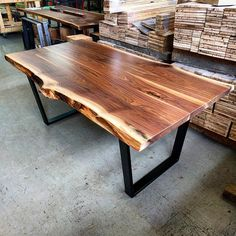 Wood Projects That Sell Etsy Ideas Wood Crafts To Sell Image Transfers Ideas Wood Projects That Sell Tips Ideas Wood Slab Table, Walnut Dining Table, Dining Tables, Hardwood Table, Dining Room, Carpentry Projects, Beginner Woodworking Projects, Woodworking Plans, Wood Projects That Sell