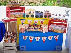 Train party: Juan Emilio is Trains Birthday Party, Birthday Party Themes, Boy Birthday, Golden Birthday, Party Food Boxes, Homemade Pinata, Train Party Favors, Colorful Party, Party Printables
