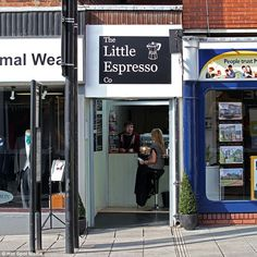 smallest coffee shop in the world? Lincoln city's Little Espresso Co