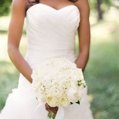 Timeless mixed rose and peony white bouquet // Vicki Grafton Photography