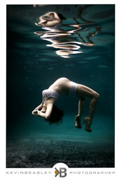 Photos: Amazing underwater maternity photography | BabyCenter Blog