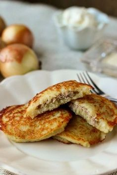 Potato Pancakes With Meat Filling Potato Pancakes With Meat Filling Картофельные Блины с Мясом / Драники From: Olga's Flavor Factory, please visit Ukrainian Recipes, Russian Recipes, Ukrainian Food, Beef Recipes, Cooking Recipes, Russian Dishes, Russian Foods, Potato Dishes, International Recipes