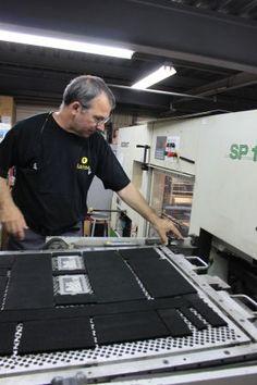 Retrouvez Martial, 25 ans de métier en gaufrage et découpe chez Japell Hanser Sag ! C'est sur notre blog : http://blog.japell.fr/#article_169