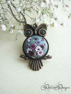 Printemps Owl Polymer Clay Owl pendentif par DellineDesigns