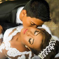 Noiva linda na foto externa. .. #bride #noivas #lashes #maccosmetics #nyxcosmetics #schwarzkopfbr #RayssaBaiocoHairStyleMakeup