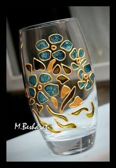 Carole Irvine's media content and analytics Painted Glass Vases, Painted Wine Bottles, Painted Wine Glasses, Glass Painting Patterns, Glass Painting Designs, Wine Bottle Art, Glass Bottle Crafts, Mosaic Glass, Glass Art