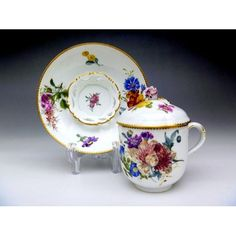 Meissen trembleuse with a lid, 18th centuryOMGOSH, LOOK AT THE INSIDE. OF THIS SAUCER...