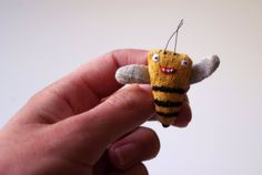 It is an original and courageous (though the bear looks a bit of coward) accent that may decorate not only your cloths, scarves, bags, but also make others more cheerful. Bee is made from linen. Inside - polyester stuffing. * Hand embroidered body It is about 4 cm / 1,5 inch. Please give