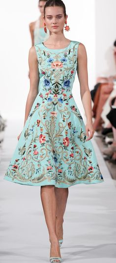 Wedding-Worthy Looks From New York Fashion Week For You & Your Guests - - - Perfect for a Guest attending a Garden Wedding // Oscar de la Renta Spring 2014 Ready-to-Wear Collection Source by makayla_connor Look Fashion, Runway Fashion, Spring Fashion, Fashion Show, Fashion Design, Fashion 2014, Review Fashion, Fashion Ideas, Nail Fashion