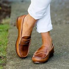 Penny loafers are one of the stylish shoes for ladies you must have in your collection. Here are cute ways on how to wear penny loafers for women. Outfit Loafers, How To Wear Loafers, Casual Loafers, Casual Heels, Low Heels, Women's Casual, Loafers For Women Outfit, Smart Casual, Casual Dresses