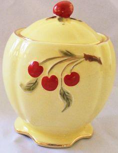 Royal Winton Cherry Cherries Preserve Pot - Raspberry Jam was my favorite! Vintage Kitchenware, Vintage Dishes, Vintage China, Vintage Yellow, Jar Jar, Cherry Cookies, Cherries Jubilee, Cherry Kitchen, Ideas Prácticas