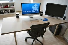 IKEA Hackers: Whiteboard desk   http://www.ikeahackers.net/2012/10/whiteboard-desk.html