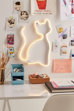 These gifts are perfect for all the cat lovers in your life! We've curated the best gifts for cat lovers for this holiday season. These cat gifts will rejoice anyone who is obsessed with their cat! Cat Gifts, Cat Lover Gifts, Cat Light, Ideas Para Organizar, Cat Decor, Idee Diy, Do It Yourself Home, Neon Lighting, Crazy Cat Lady
