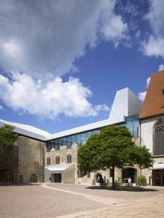 Image 1 of 15 from gallery of Moritzburg Museum Extension / Nieto Sobejano Arquitectos. Photograph by Roland Halbe Fotografie