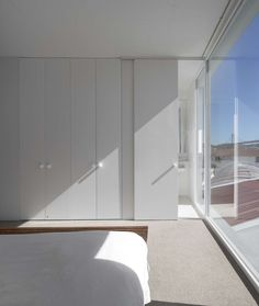 Wardrobe and the bathroom door.  Prazeres House, José Adrião Arquitectos / Lisbon - Portugal