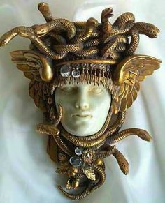 The Gorgon Medusa Brooch - Art Nouveau Bijoux Art Nouveau, Art Nouveau Jewelry, Jewelry Art, Antique Jewelry, Vintage Jewelry, Jewellery, Gold Jewelry, Jewelry Shop, Diamond Jewelry
