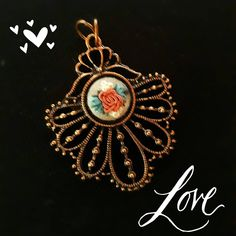"""64 curtidas, 6 comentários - Um Pontinho (@umpontinhobordados) no Instagram: """"Love!!! ❤❤❤ #umpontinho #bordado #embroidery #handmade #feitoamao #artesanal #acessorios…"""""""