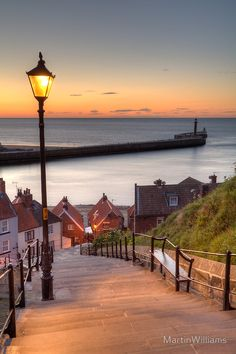Whitby Steps, Yorkshire, England Muy bello, y encantador, The Places Youll Go, Places To See, Beautiful World, Beautiful Places, Yorkshire England, Heart Yorkshire, Whitby England, Yorkshire Dales, North Yorkshire