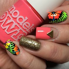 @deanne29 combined modern with tropical to make this hot, mismatched look.