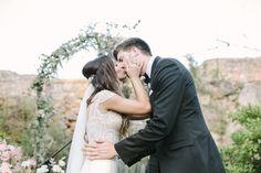American Wedding  www.romeosyjulietas.es  Foto de Love Me Tender  www.lovemetenderphoto.com  #love #kiss #weddings
