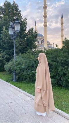 Niqab Fashion, Modern Hijab Fashion, Muslim Women Fashion, Modesty Fashion, Islamic Girl Pic, Applis Photo, Hijabi Girl, Muslim Girls, Beautiful Hijab