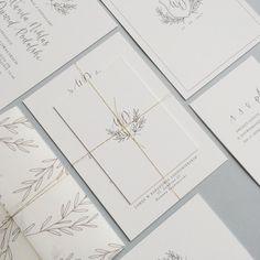 Klasyczne, białe, delikatne, lekkie. Zaproszenia ślubne / Classic, white, delicate, light wedding invitation | Goodlove Studio