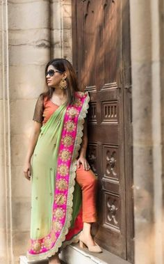 Saree Draping Styles, Saree Styles, Saree Gown, Fashion Dresses, Women's Fashion, Draped Dress, Western Dresses, Designer Sarees, Beautiful Saree