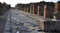 Antike Stadt Pompeji - Via dell'abbondanza mit Brunnen