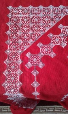 This Pin was discovered by Hül Huck Towels, Prayer Rug, Filet Crochet, Blackwork, Diy And Crafts, Cross Stitch, Embroidery, Rugs, Sewing