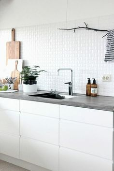 5 Worthy Tips AND Tricks: Minimalist Interior Design Minimalism minimalist home decorating clothes racks.Minimalist Kitchen Concrete Counter Tops zen minimalist home decor.Minimalist Home Decoration Window. Kitchen Ikea, Kitchen Dinning, New Kitchen, Kitchen Interior, Kitchen Decor, Kitchen White, Kitchen Styling, Crisp Kitchen, Dining Room