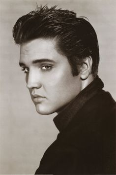 Elvis Presley-my true obsession! Can't even describe my collection of Elvis stuff! The young Elvis of course so hot right now! Lisa Marie Presley, Priscilla Presley, Elvis Presley Hair, Elvis Presley Young, Elvis Presley Posters, Elvis Presley Photos, Rock And Roll, Eric Bana, Foto Poster