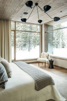 This mountain modern home designed by Centre Sky Architecture and Peace Design is sited in the Spanish Peaks Mountain Club, Big Sky, Montana. Home Decor Bedroom, Modern Bedroom, Bedroom Ideas, Decor Interior Design, Interior Decorating, Montana Homes, Modern Mountain Home, Mountain Living, Big Bedrooms