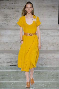 Salvatore Ferragamo Spring 2018 Ready-to-Wear Collection Photos - Vogue Spring Summer 2018, Spring Summer Fashion, Fashion Art, Fashion Show, Fashion Design, Salvatore Ferragamo, Vogue, Yellow Fashion, Hollywood Stars