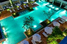 Oberirdischer Pool, Outdoor Swimming Pool, Swimming Pools, Natural Landscaping, Backyard Pool Landscaping, Landscaping Tips, Phuket Resorts, Best Resorts, Luxury Resorts