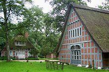 Das Haus im Schluh, hinten das Wohnhaus, rechts die Handweberei, worpswede, germany