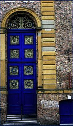 scarborough market door (north yorkshire) by RBuckle