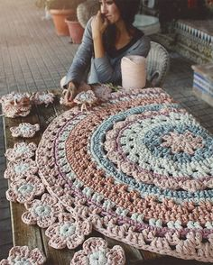 429 likes 10 comments Home Depot Carpet Runners Vinyl Pinned 4 inspiration *I'd do a The crochet rug you saw in the picture. This Pin was discovered by Lin Lidia Crochet Tricot, Crochet Mat, Crochet Carpet, Love Crochet, Crochet Doilies, Crochet Stitches, Crochet Patterns, Crochet Home Decor, Crochet Crafts