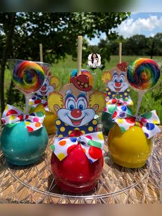 Circus candy apples Carnival Cupcakes, Circus Carnival Party, Circus Theme Party, Carnival Birthday Parties, Carnival Themes, First Birthday Parties, Birthday Party Themes, Circus Wedding, Carnival Costumes
