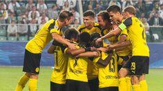 Dortmunder Jubeltraube nach dem 2:0 durch Sokratis