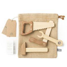 Spielzeug - Werkzeugset aus Holz von Fanny & Alexander   Jetzt online kaufen ✓ Vintage - Design ✓ Aus massivem Holz ✓ Mit Stoffsack ✓ Versandkostenfrei!