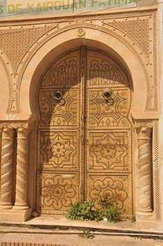 Porte traditionnelle à Kairouan
