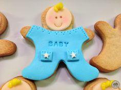 Alice Bakery preparó una galleta decorada con fondant con la imagen de un bebe para hacer un regalo de cumpleaños