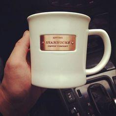 Imagen de starbucks and drink Starbucks Tumbler Cup, Starbucks Coffee Cups, My Starbucks, Coffee Tumbler, Starbucks Drinks, Coffee Shop, Coffee Mugs, Coffee Lover Gifts, Cute Mugs